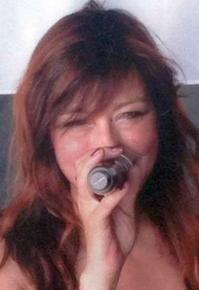 Eva Kehm, Sängerin bei der Tanz- Party- und Coverband Highlive aus Dortmund in NRW.