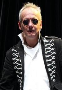 Frank Napierala, Bassist bei der Tanz- Party- und Coverband Highlive aus Dortmund in NRW.