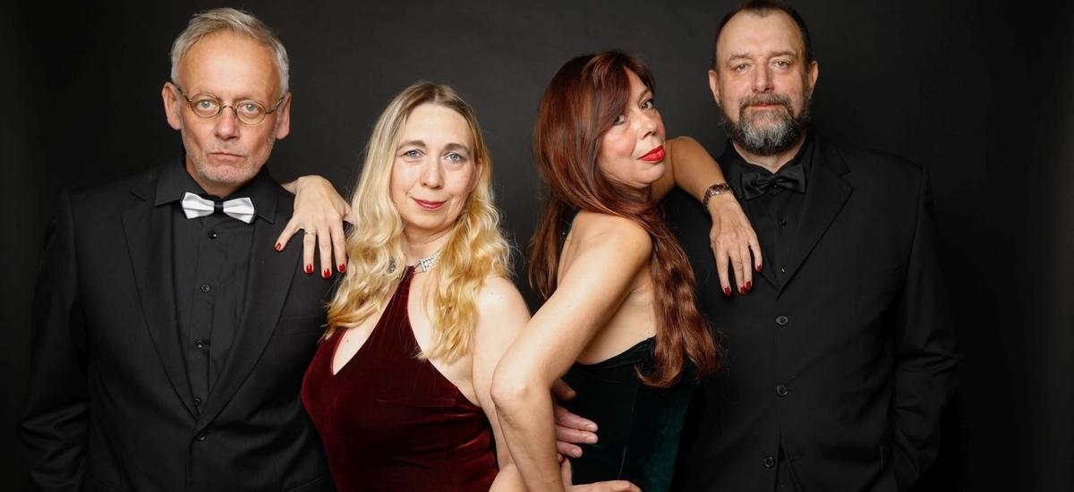Schlagerband NRW buchen - Tanzband NRW buchen - HIGHLIVE die Partyband mit Tanzmusik - Lisa Napierala, Eva Kehm Seyffarth, Tom Schmitz, Frank Napierala.